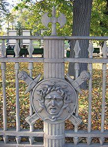 http://upload.wikimedia.org/wikipedia/commons/thumb/6/61/Fence_of_Summer_Garden.jpg/220px-Fence_of_Summer_Garden.jpg