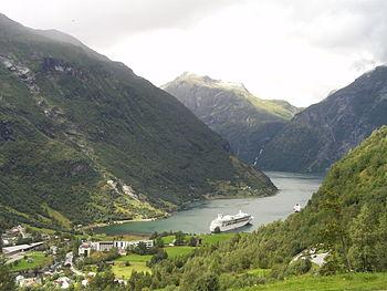 English: Geiranger Norwegian Fjord Español: Fi...