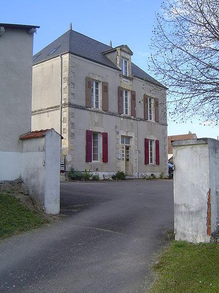 File:Fleury-sur-Loire (mairie).JPG