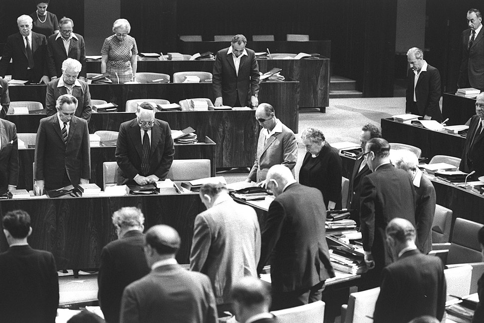 Flickr - Government Press Office (GPO) - Cabinet and knesset members standing in silent tribute