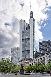 Frankfurt Am Main-Commerzbank Tower vom Rathenauplatz-20100808.jpg