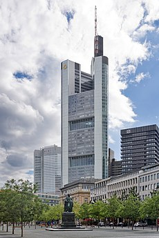 Frankfurt Am Main-Commerzbank Tower vom Rathenauplatz-20100808.jpg