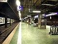 Frankfurter (Main) Flughafen Regionalbahnhof- auf Bahnsteig zu Gleis 2- Richtung Mainz 18.10.2009.jpg