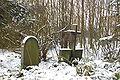 Friedhof Knapsack Grabsteine im Schnee.JPG
