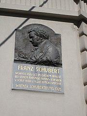 Gedenktafel am Göttweiger Hof in der Spiegelgasse (Quelle: Wikimedia)