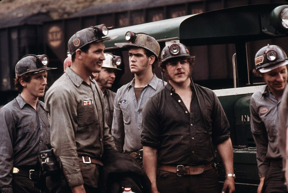 GROUP OF MINERS WAITING TO GO TO WORK ON THE 4 P.M. TO MIDNIGHT SHIFT AT THE VIRGINIA-POCAHONTAS COAL COMPANY MINE ^4... - NARA - 556348