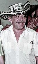 Gabriel García Márquez luciendo el sombrero vueltiao. 4f79cba8370
