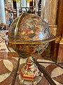 Globus im Prunksaal.jpg