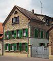 Grüne Fensterläden Wohnhaus Guntersblum 2011.JPG