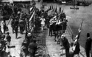 Greece–United States relations - American and Greek occupation troops landing on Bandirma in July 1920.