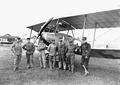 Gruppenbild der Fliegeraspiranten und ihres Lehrers Lt Bider - CH-BAR - 3239657.tif