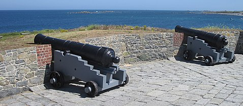 Guernsey July 2010 81, Mont Chinchon battery.jpg