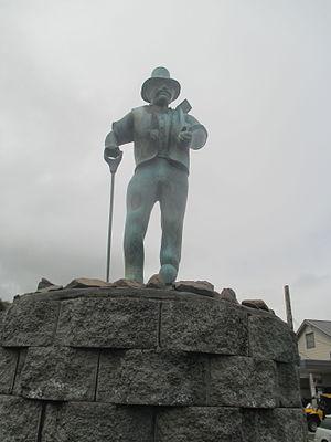 Dargaville - Gumdigger statue at Dargaville