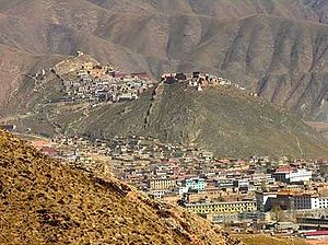 Panorama of Gyêgu town and monastery in 2005