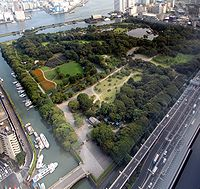 Hamarikyu Garden as seen from Shiodome.jpg