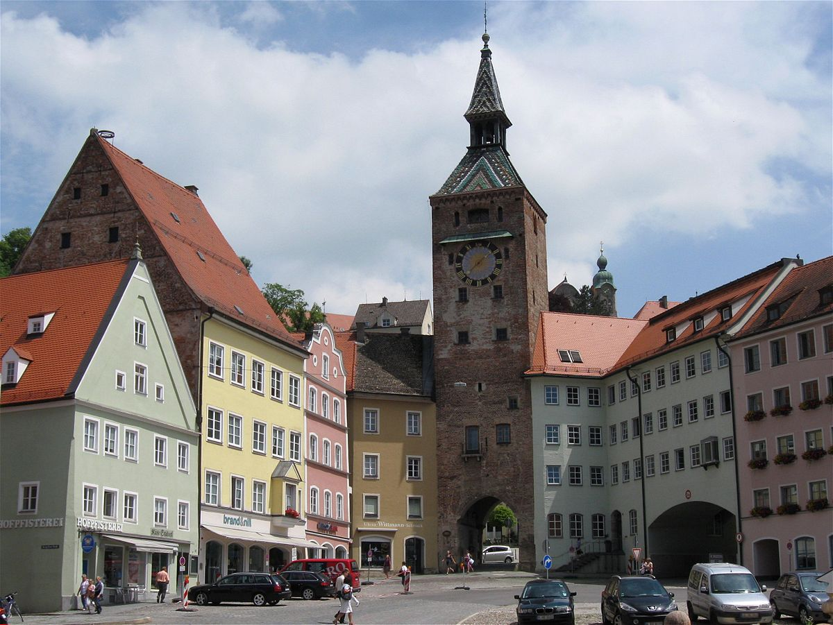 Hauptplatz Schoener Turm Landsberg-1.jpg