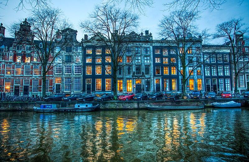 Le canal Herengracht en hiver à la tombée de la nuit - Photo d'Anne Dirkse
