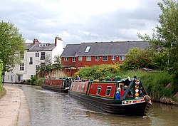 Hotel narrowboats, Grand Union Canal, Leamington (1) - geograph.org.uk - 1316209.jpg