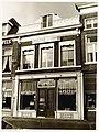 "Houttil 26, Café-Restaurant ""de Kaasbeurs"" K. Kok. Lijstgevel met tuitgevelbekroning, kroonlijst, pu - RAA011001810 - RAA Elsinga.jpg"