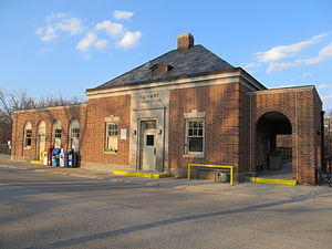 Hubbard Woods station - The front entrance of the Hubbard Woods station, marking the Chicago and North Western Railway