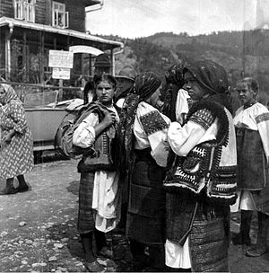 Hutsuls - Image: Hutsuls in Verkhovyna city (Ukraine), 1934