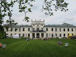 Schloss Hetzendorf - Facade facing the park