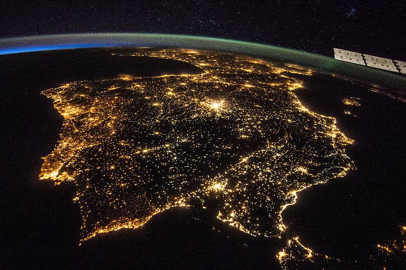 Archivo:ISS-40 Iberian Peninsula at night.jpg