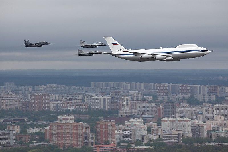https://upload.wikimedia.org/wikipedia/commons/thumb/6/61/Ilyushin_Il-80_over_Moscow_6_May_2010.jpg/800px-Ilyushin_Il-80_over_Moscow_6_May_2010.jpg