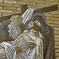Interieur, detail van geschilderde kruiswegstatie nr. 13 Jezus wordt van het kruis genomen - Hilversum - 20345674 - RCE.jpg
