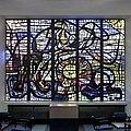 Interieur, overzicht van het gebrandschilderd glas-in-beton van Daan Wildschut in de centrale hal, bij de achteringang - Delft - 20402240 - RCE.jpg