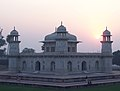 Itimad-ud-Daula, Agra, India 2011 (1).jpg