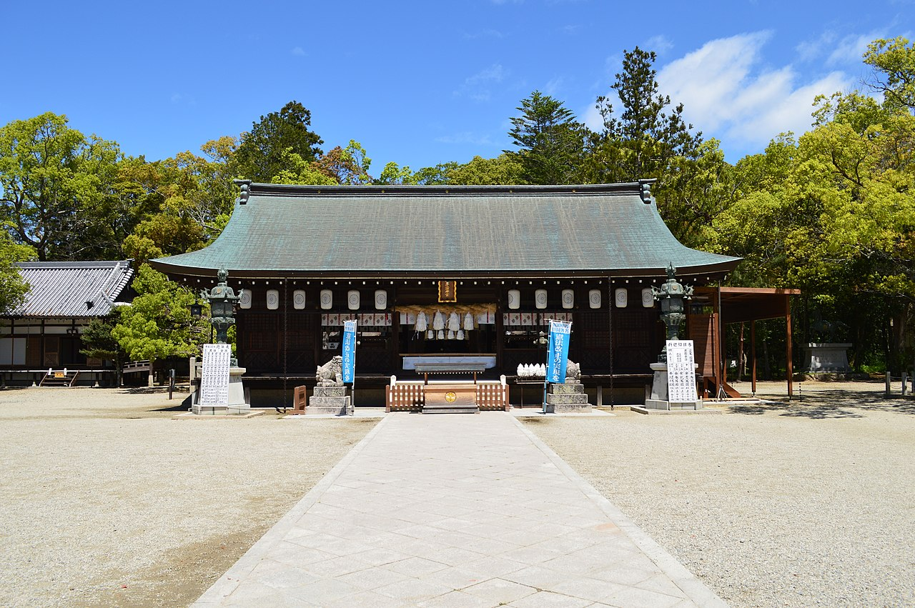 Izanagi-jingu, haiden-1.jpg