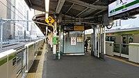 JREast-Yamanote-line-JY12-Otsuka-station-platform-20171209-154206.jpg
