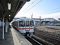 JR Central Kuha 312-1326 at Kuwana Station.jpg