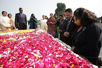 Jonathan Jackson (activist) - The Jacksons visit Gandhi's grave.
