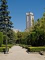 Jardines de Sabatini - Torre de Madrid.jpg