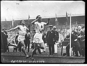 Jean Bouin - Jean Bouin finishing behind Hannes Kolehmainen at the 1912 Olympics