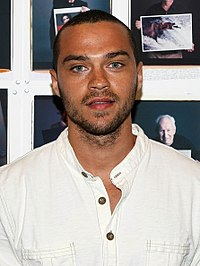 Jesse Williams, odtwórca roli Jacksona Avery'ego