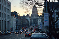 Justitiepaleis en Regentschapsstraat avondschemer.jpg