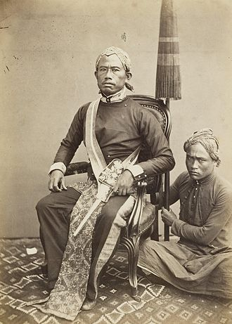 Regent of Bandung, Java, Dutch East Indies, with his pajung bearer - 1863-1865 KITLV 408096 - Isidore van Kinsbergen - Regent of Bandung with his pajoeng bearer - 1863-1865.jpg