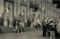 Kaiser Wilhelm II. & König Victor Emanuel III vor dem Neuen Palais in Potsdam.png