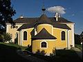 Kath. Pfarrkirche Hl. Dreifaltigkeit in Rosenau Schloß.jpg