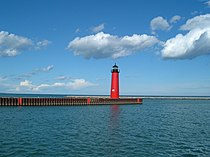 Kenosha North Pier Lighthouse.jpg