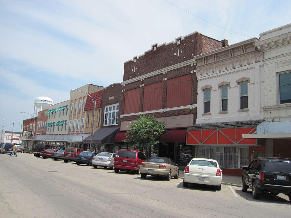 The population density of Kewanee in Illinois is 743.05 people per square kilometer (1923.33 / sq mi)