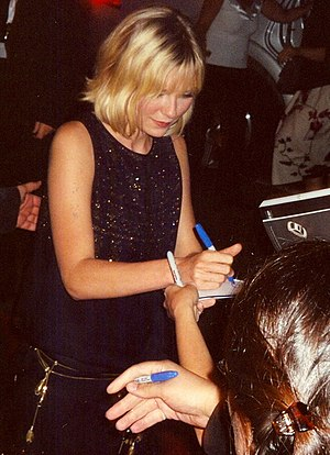 Kirsten Dunst - Dunst signing autographs at the Toronto International Film Festival in 2005