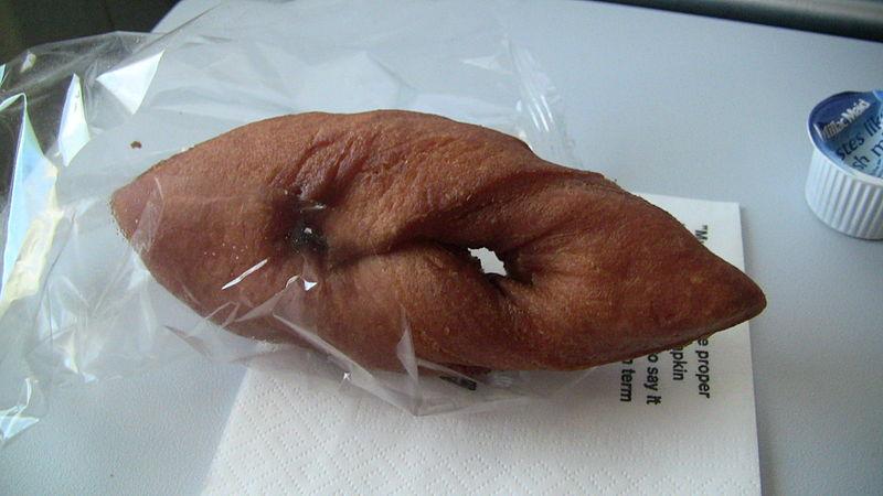 File:Kleine Icelandic Twisted Donut.jpg