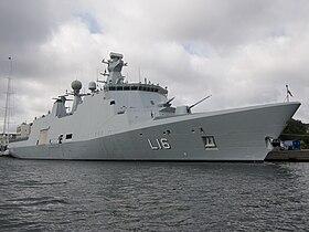 HDMS Absalon (L16) langs kaj i København