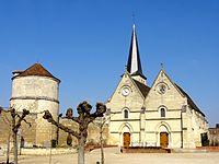 Lacroix-Saint-Ouen (60), église Saint-Ouen et colombier.jpg