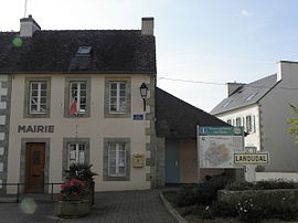 The town hall in Landudal