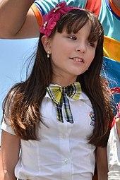 Larissa em 2013, caracterizada como Maria Joaquina, sua personagem em  Carrossel. 28378c2963